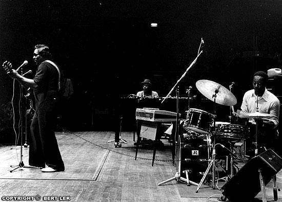 Sam Carr met Frank Frost en Big Jack Johnson 1981 tijdens de Blues Estafette
