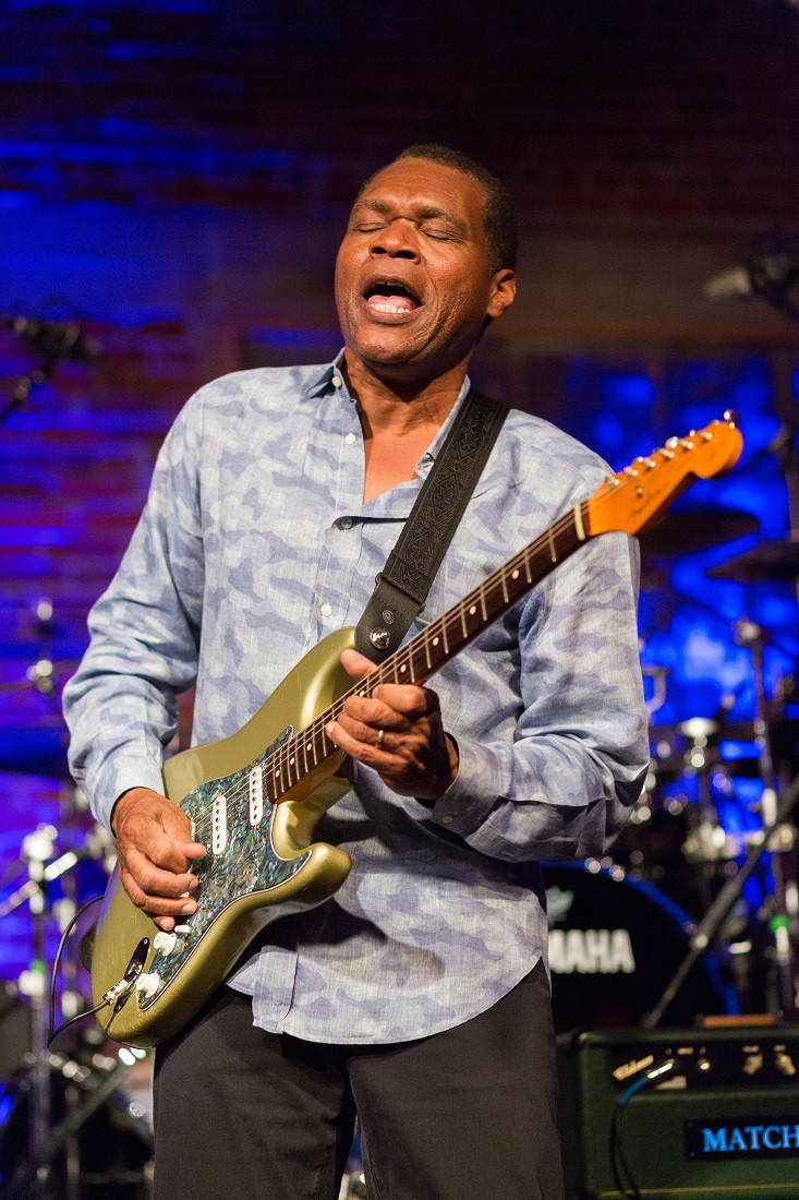 Robert Cray-320 credit James L. Bass