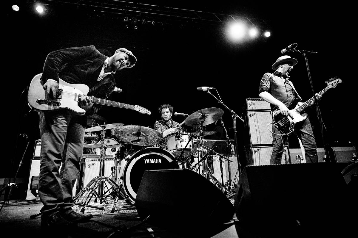 Henrik Freischlader Trio als Support der Tedeschi Trucks Band in Berlin, Tempodrom